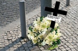 flowers-as-a-roadside-memorial